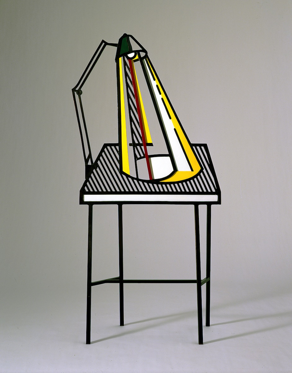 lamp_on_table